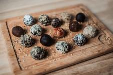 Chia balls with carob