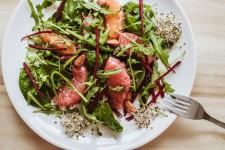 Salát s červeným grepem