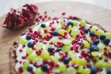 Snídaňová granola placka s ovocem