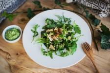 Pohankový salát s bylinkovým pestem