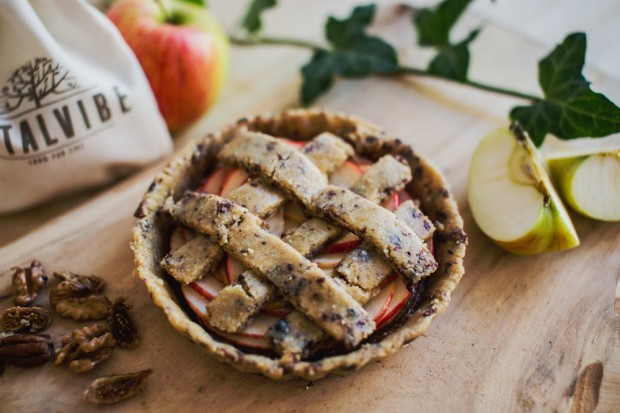 Raw Latticed Apple Cake