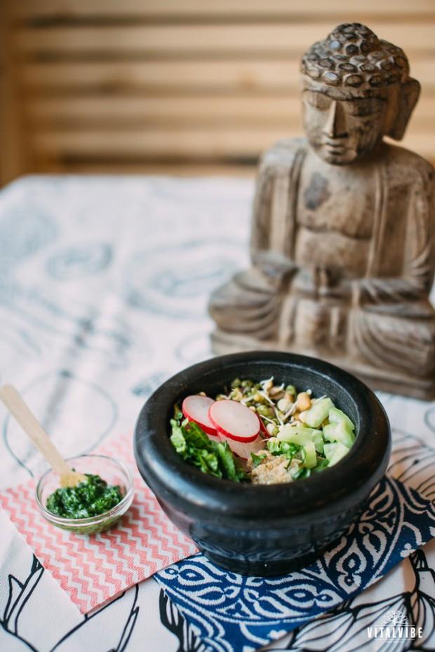 Buddhova miska s amarantem a klíčky