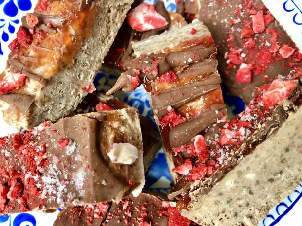Oříškové tyčinky polité čokoládou